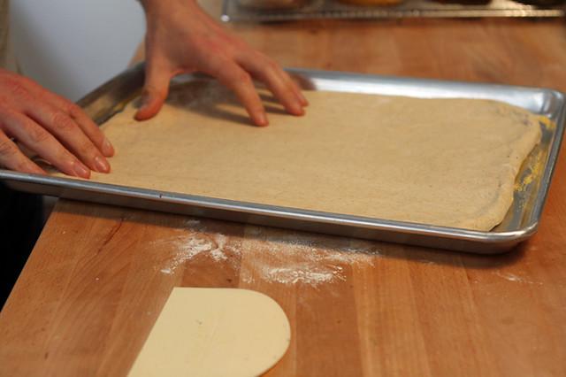 how to make pan pizza dough