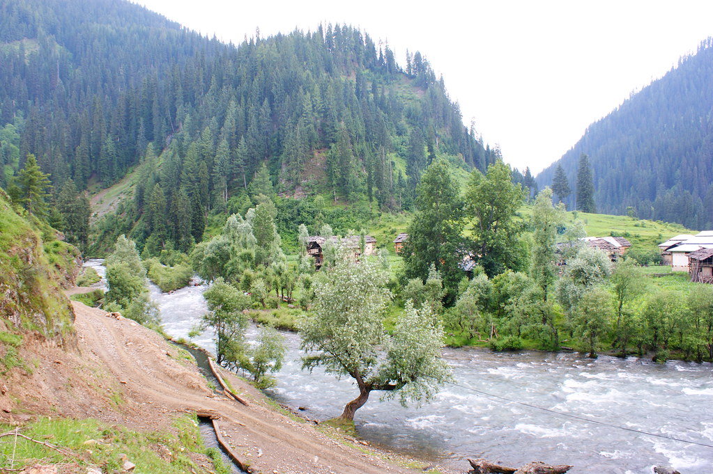 """MJC Summer 2012 Excursion to Neelum Valley with the great """"LIBRA"""" and Co - 7596095940 dc79ed9401 b"""