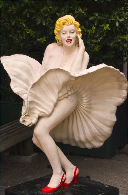 Citaten Marilyn Monroe Ga : Marilyn monroe statue city market savannah ga