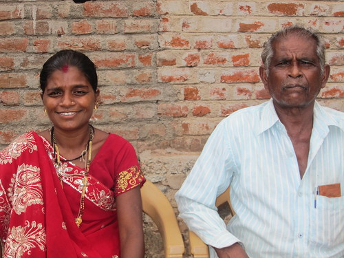 Kamjibhai (right) and his daughter Jelly (left), one of the judges of the Mahila Panch women's court.