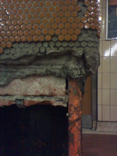 A cracked pillar at Union Station (2)