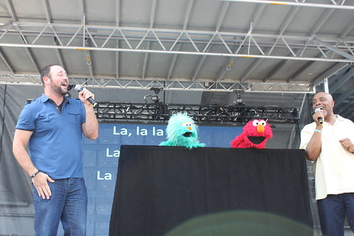 Matt Rogers, Rosita, Elmo and Gordon sing What I Am