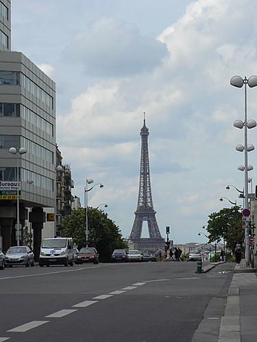 la tour eiffel au bout de la rue.jpg