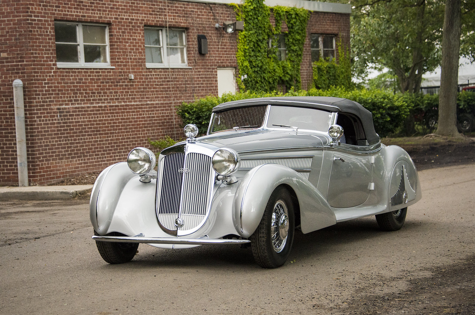 Rare Horch 855 Spezial Roadster Missing From Yanukovych