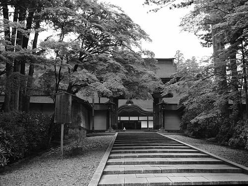 KONGOUBUJI Main gate by leicadaisuki