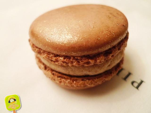 pierre-herme-macarons-3