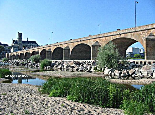 étiage de la Loire à Nevers fin juin 2003 météopassion