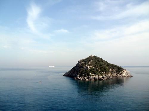 sea italy island italia mare liguria isle isola bergeggi isoladibergeggi