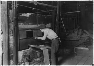 Midnight scene. Cumberland Glass Works. At the lehr. Bridgeton, N.J., November 1909