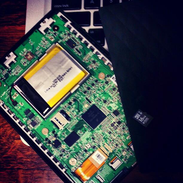 とりあえず、バラしてmicroSDを16GBへ交換の方向で@kobo touch