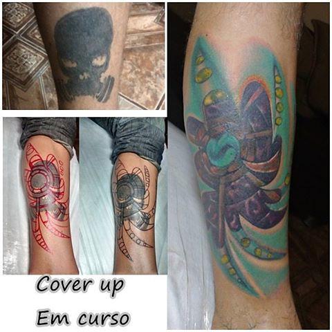 Cobertura com tatuagem biomecânica (freehand). Falta mais uma seçãozinha... #biomechanics #coberturatattoo #tattooamaolivre #tattoocoverup #freehand #freestyle #biomechcolor