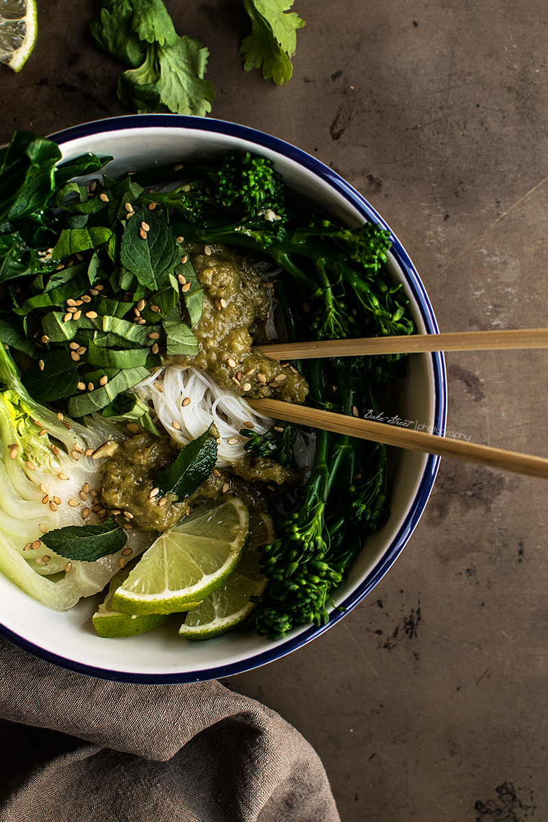 https://bake-street.com/noodles-con-curry-verde-y-pak-choy/