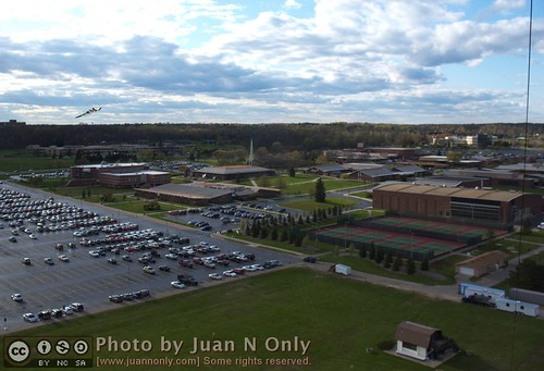 Kite Over Schoolcraft College [3789]