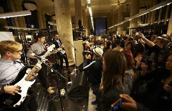 a8 S - Life in Film performing at the Burberry Eyewear event in Sydney