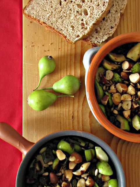 Pane di Farro con Asiago e Albicocche e Insalata di Pere Selvatiche, Cipollotti Caramellati e Noci di Pecan