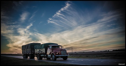 Camion 2 by MarcosCousseau