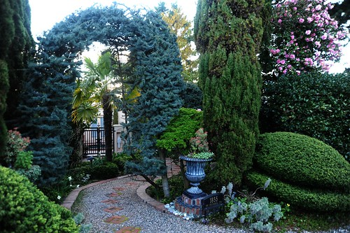 Topiary entrance, path, gate, trophy planter, evergreen & flowering trees, Roundhill Circle, Blue Ridge, Seattle, Washington, USA by Wonderlane