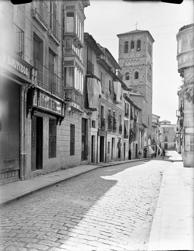 Calle Santo Tomé en los años 20. Fotografía de Otto Wünderlich. © Fototeca del Patrimonio Histórico