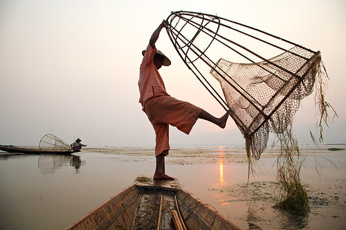 sunset sea lake water work fishing fisherman asia southeastasia fishermen burma myanmar inlelake inle