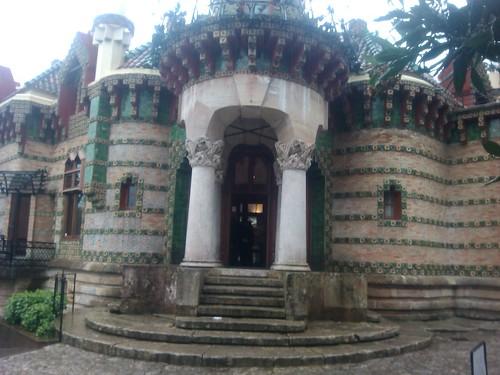 El Capricho by Gaudi by simonharrisbcn