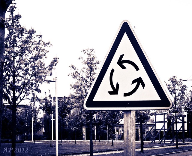 Vive les ronds-points! / Long live the roundabouts!
