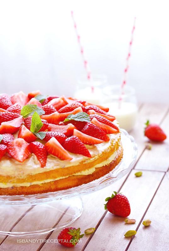 Braškių tortas su pistacijomis