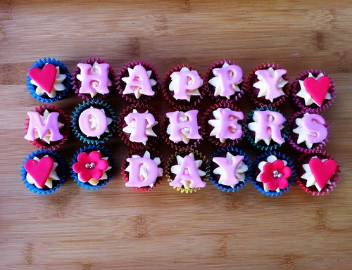 Mothers Day mini cupcakes