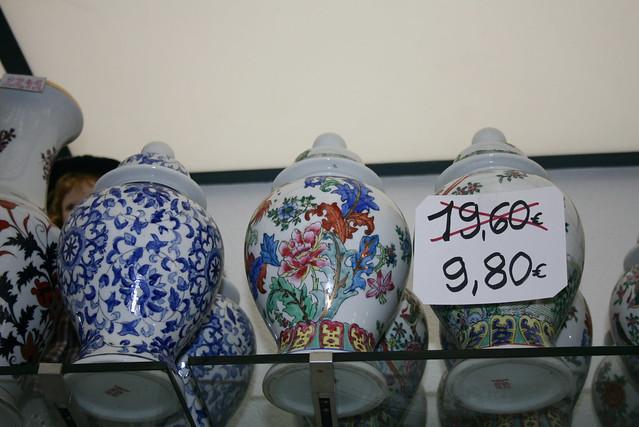 Magiczna przecena urn w chińskim sklepie
