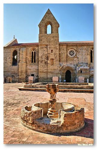 Fonte do claustro de Santa Clara-a-Velha by VRfoto
