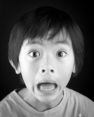 無料写真素材, 人物, 子供  男の子, モノクロ, 驚く