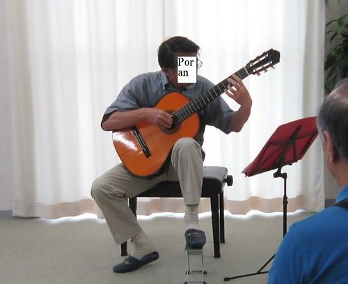 「誰でもコンサート」でソロ演奏 2012年7月1日 by Poran111