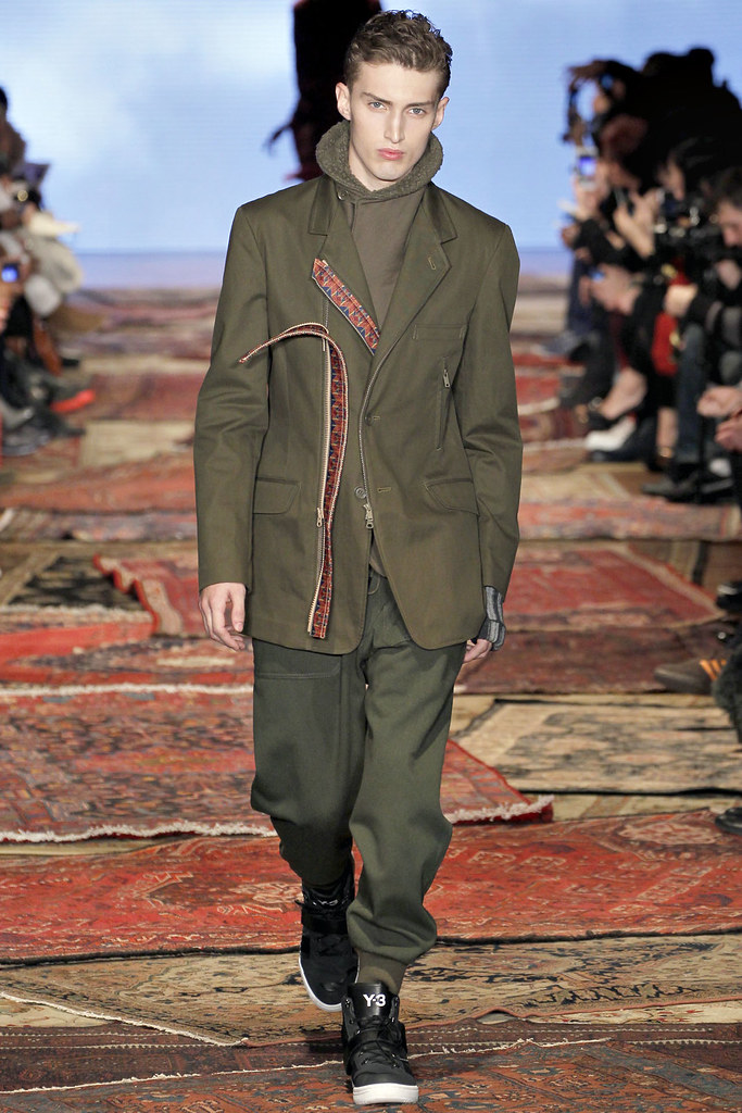 Charlie France3620_FW12 NY Y-3(VOGUE)