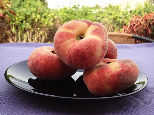 Paraguayos or doughnut peaches