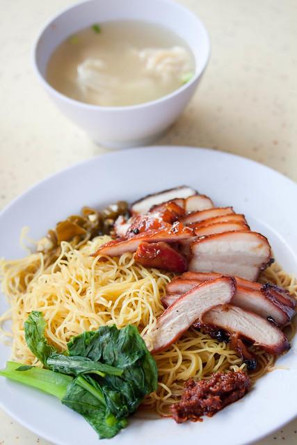 Wanton noodles with pig's armpit