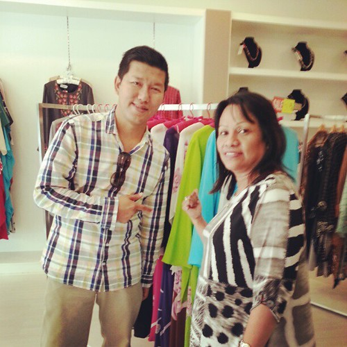 Meet Kak Kay Maria, empunya butik. Dapatkan baju raya wanita lelaki kat sini
