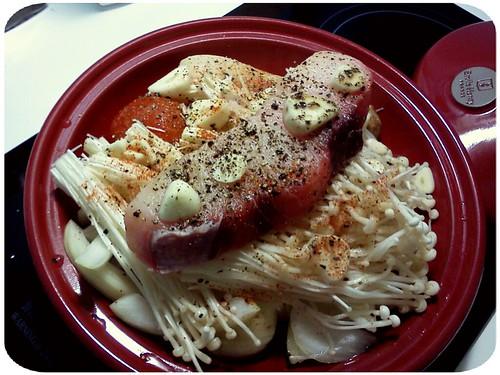 明天便當主菜 ::: 杏鮑菇+番茄+洋蔥+金針菇+魚排 by 南南風_e l a i n e