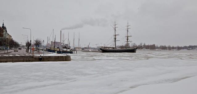 Puerto de Helsinki nevado