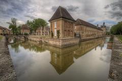 Château de Pierre-de-Bresse - Photo of La Chapelle-Saint-Sauveur