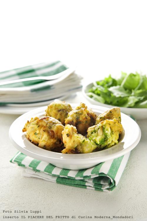 Frittelle di zucchine e scalogno con pinoli e uvetta 02
