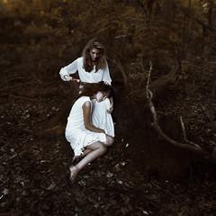 [フリー画像素材] 人物, 女性, 人物 - 二人, 人物 - 森林, アメリカ人 ID:201205260800