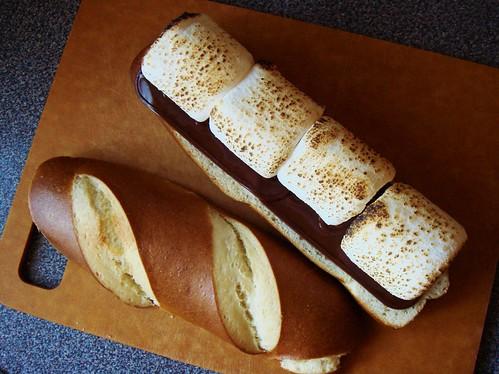 S'mores Pretzel Sandwich: Assembly