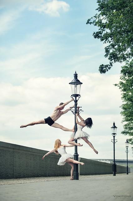 Ballerinas on a lamppost