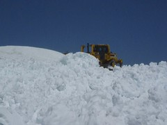 Video: Bulldozer pushes snow