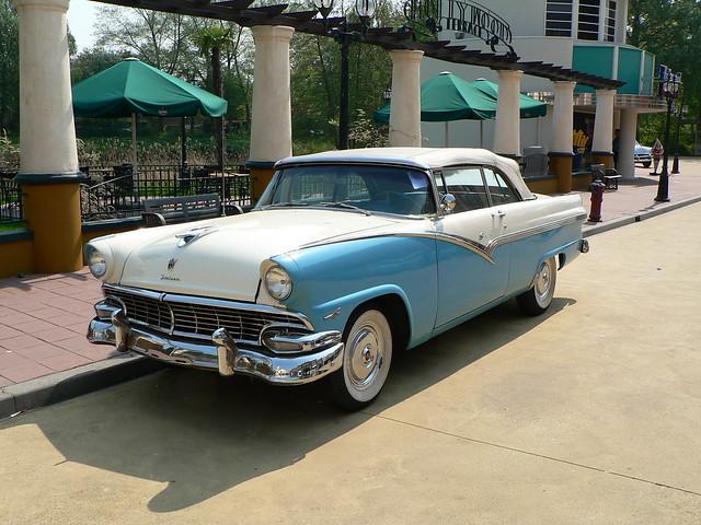 Ford Fairlane Sunliner 1956