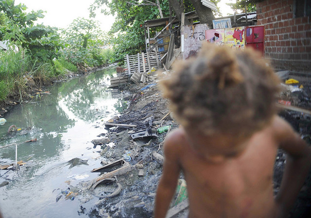 Para el 2017, el saneamiento dividirá los recursos de 2 mil millones con la carpeta de movilidad urbana - Créditos: Fernando Frazão / Agência Brasil