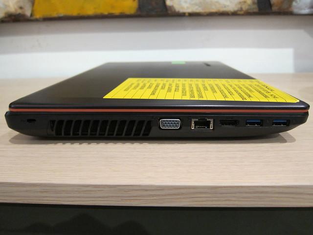 IdeaPad Y480 - Left View