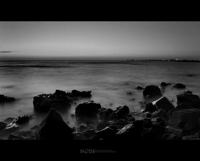 شاطئ الاحزان للشاعر معتز زراري