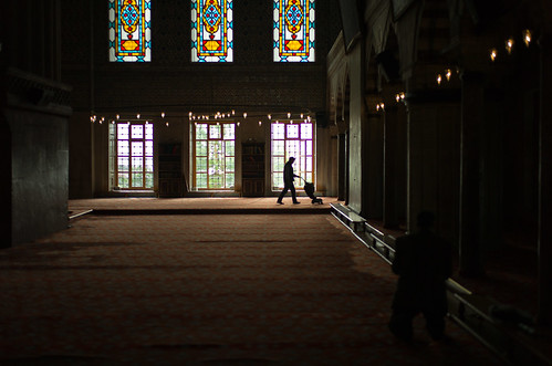 cleaning the Blue Mosque