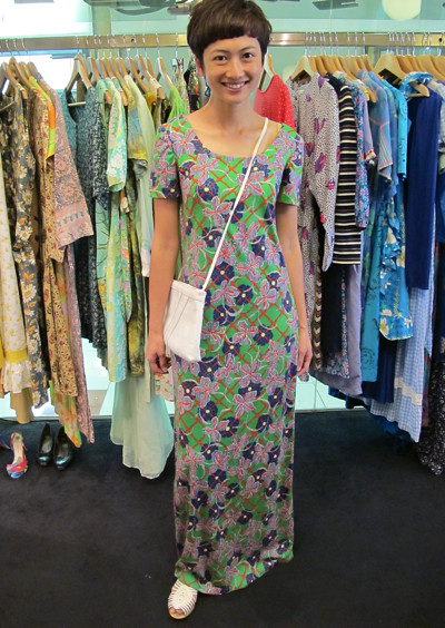 1960s hippie floral dress worn with a 1980s flat clutch/sling bag. Size: S