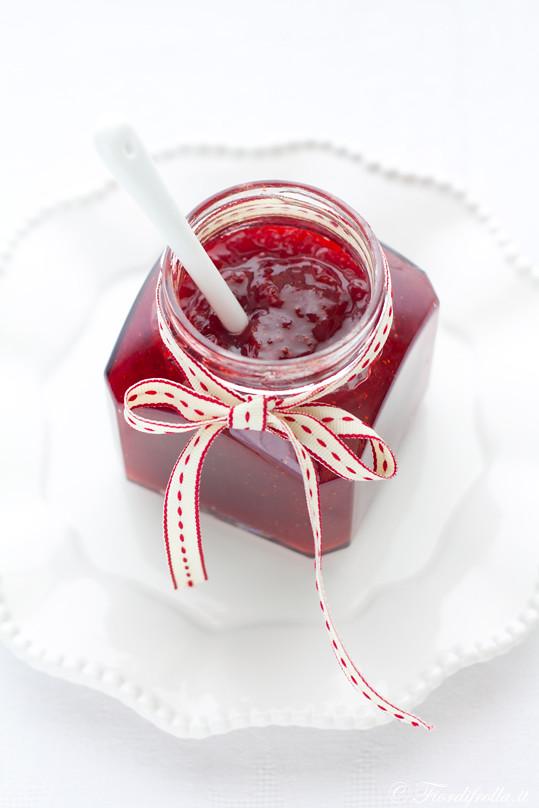 Confettura di fragole, pepe rosa e vaniglia